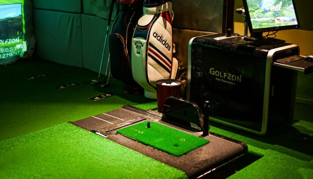 The Best Indoor Golf Simulator for Home 2020 Under $10,000 (Buying Guide)