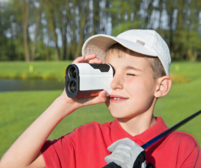 How does a golf rangefinder work