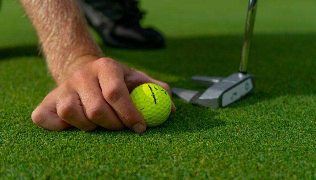 What is the difference between soft or hard golf balls