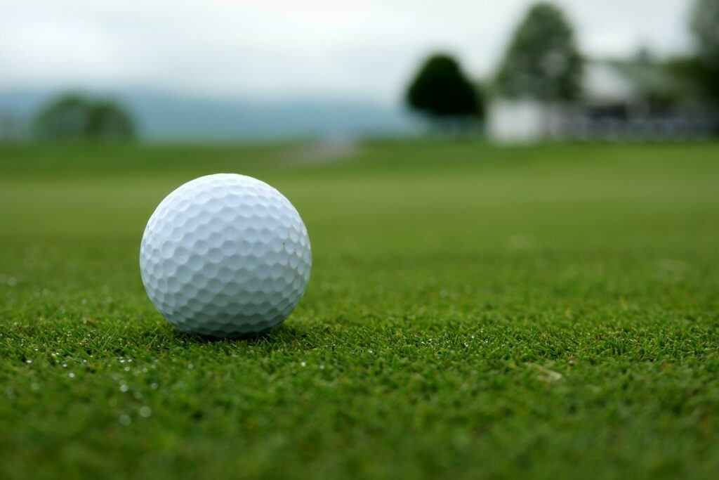 What is the average speed of a senior golfer