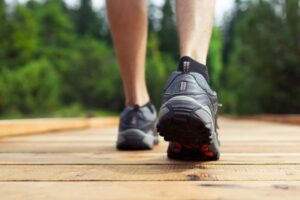 Best Walking Shoes for Overweight Men in 2021: Complete Reviews With Comparisons
